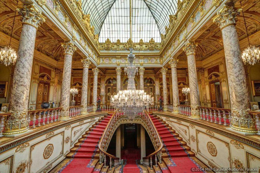 Dolmabahçe Sarayı Tanıtımı: Giriş Ücreti, Nerede, Nasıl Gidilir