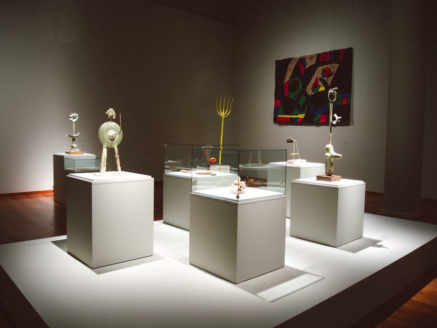 Mobilya ve Dekoratif Eserler Koleksiyonu