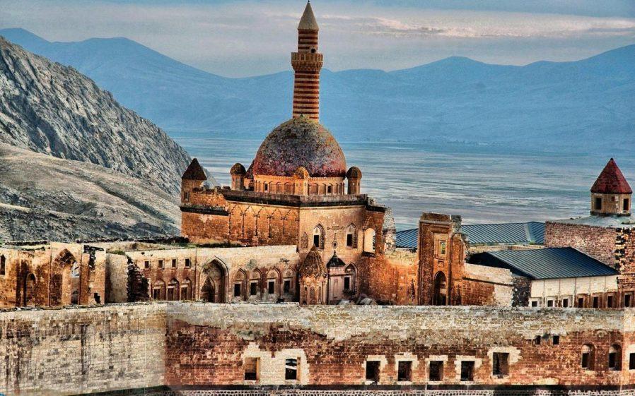 İshak Paşa Sarayı'nın Mimarisi
