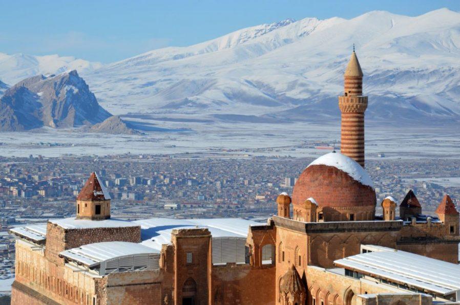 İshak Paşa Sarayı Tarihçesi