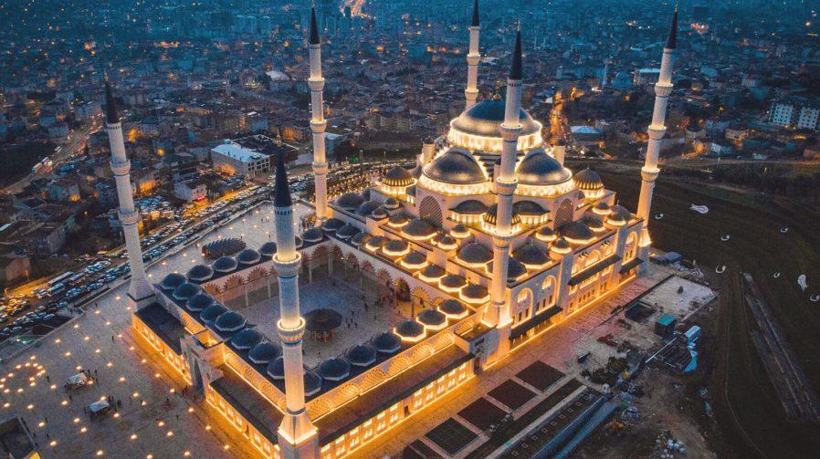 Büyük Çamlıca Camii
