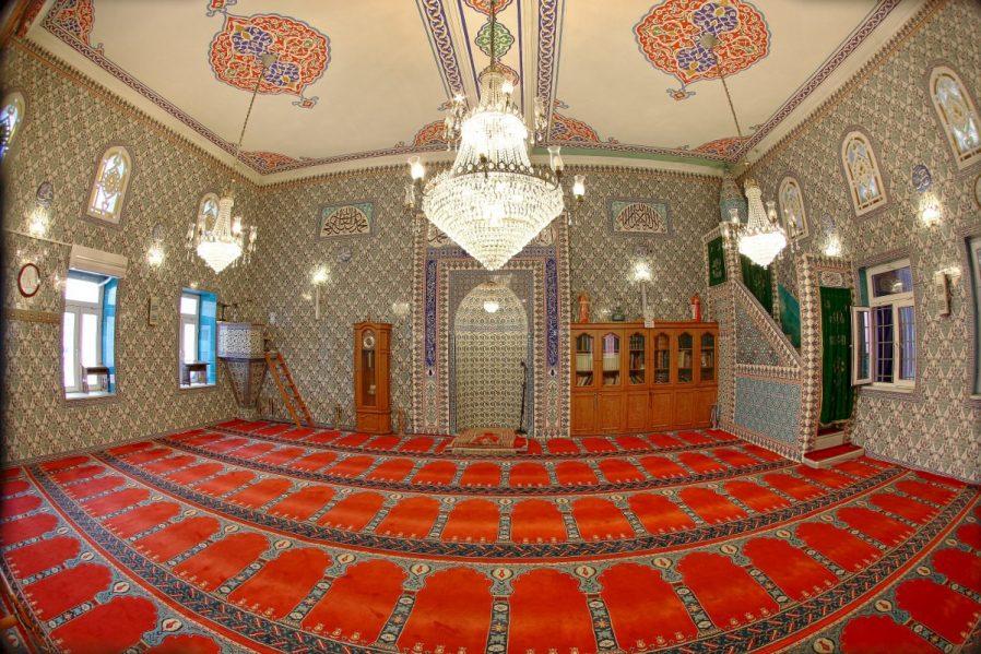 Ballı Camii ve Türbesi