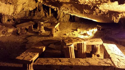 Fakılı Mağarası