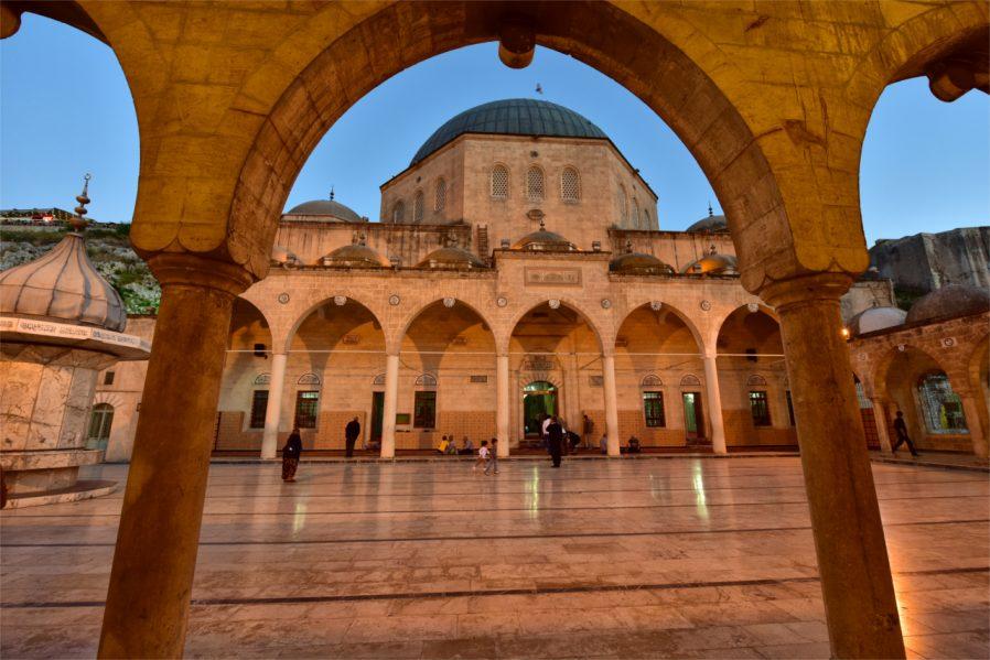 Halil-Ür Rahman Cami
