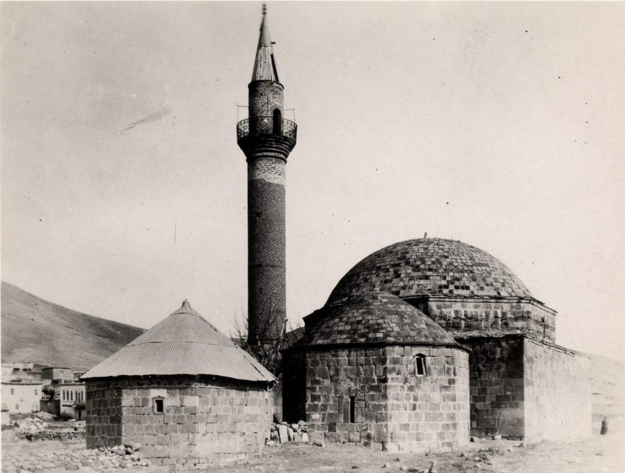 Hasandede Camii ve Türbesi