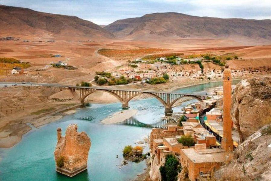 Memikhan Köprüsü