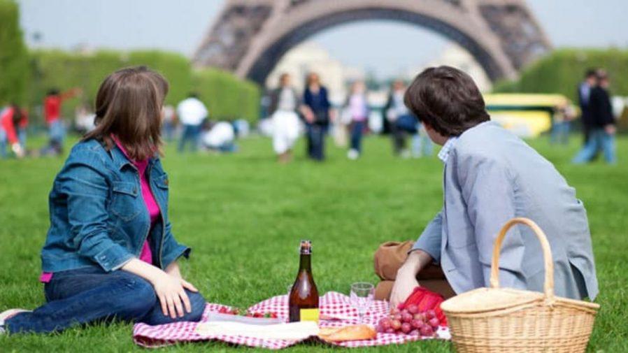 Champ de Mars'ta Piknik Yapın