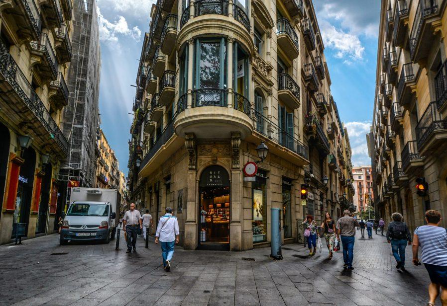 Gothic Quarter Sokaklarında Kaybolun