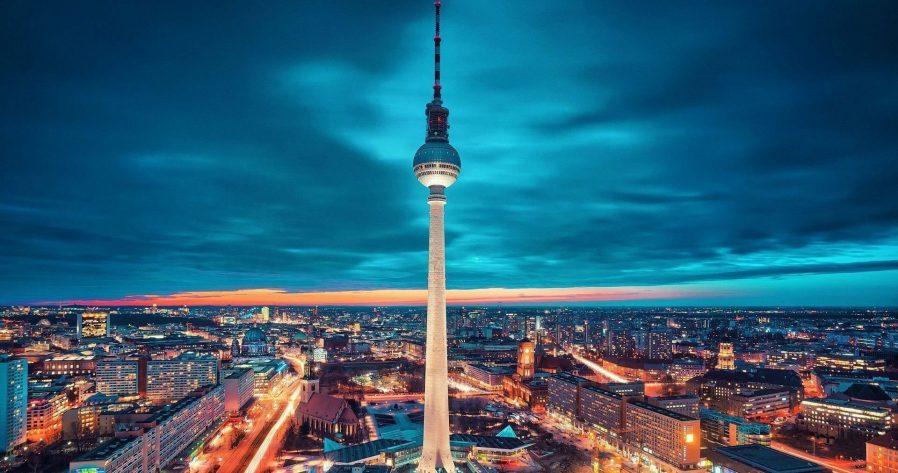 Fernsehturm'dan Berlin'i Seyredin