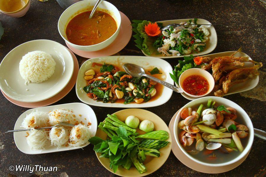 Phuket'te Ne Yenir