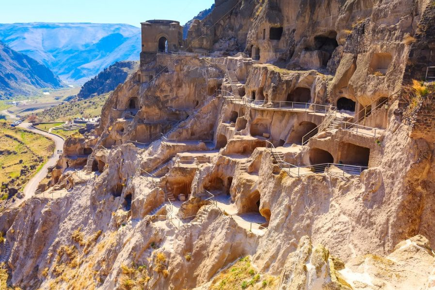 Vardzia Mağara Manastırını Ziyaret Edin