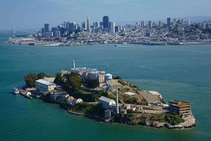 Alcatraz Adası'nı Gezin