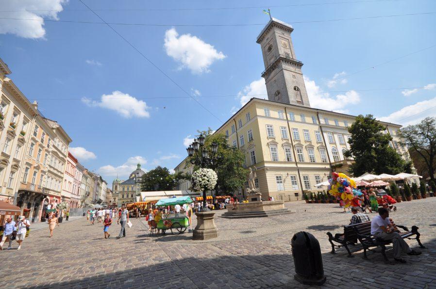Belediye Binası ve Ratusha Kulesi