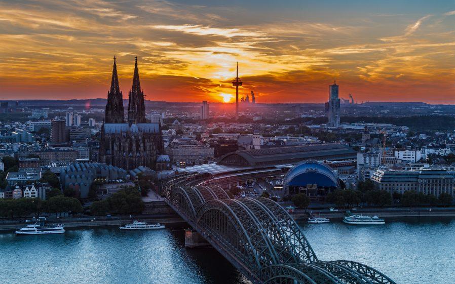 Hohenzollern Köprüsü'nden Geçin