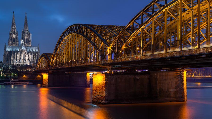 Hohenzollernbrücke (Hohenzollern Köprüsü)