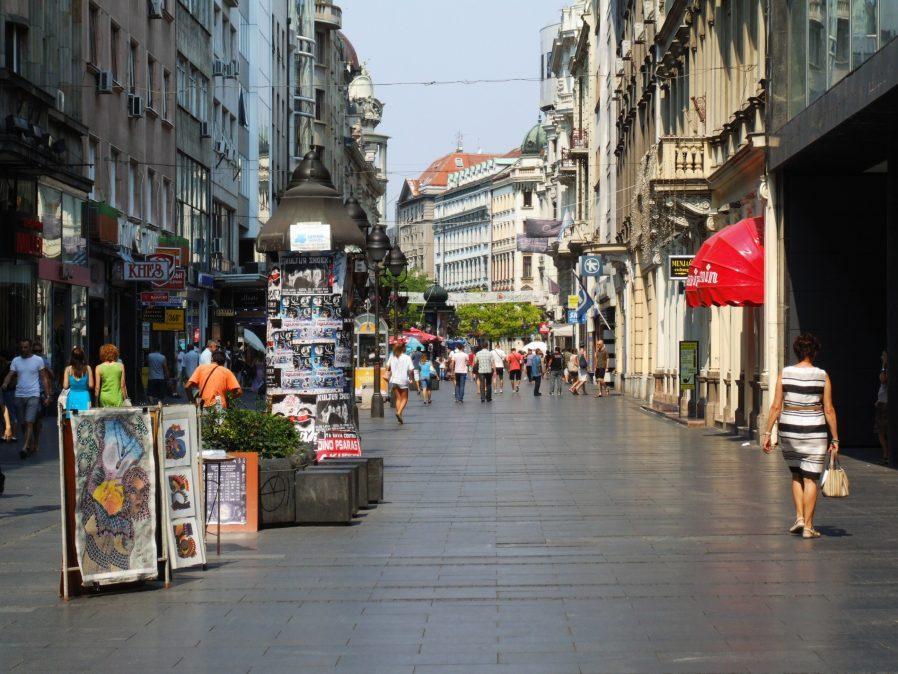 Knez Mihailova Caddesi'nde Yürüyün