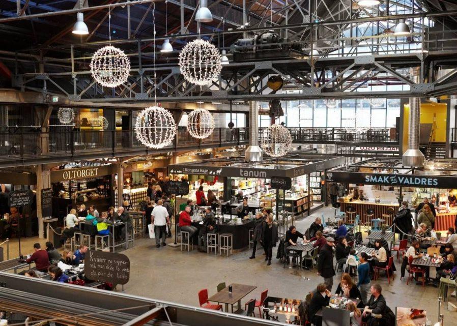 Mathallen Food Hall'da Tezgahlar Arasında Gezinin, Norveç Lezzetlerinin Tadına Bakın