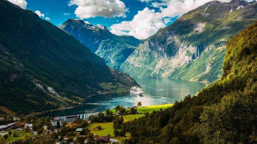 Norveç Fiyortları'na Tekne Turu Yapın