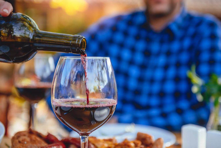 Sırp şaraplarını ya da Sırp Rakısını Tadın