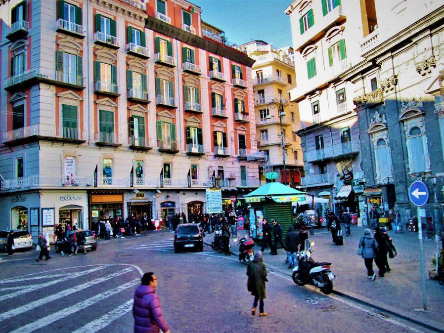Tarihi Napoli Sokaklarını Dolaşın