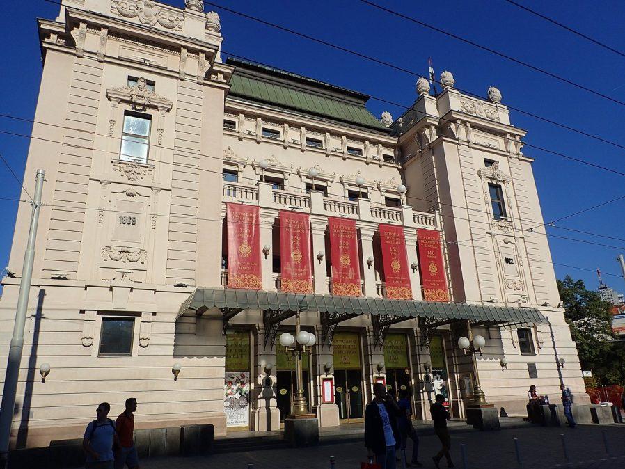 Ulusal Tiyatro'da Bir Temsil Seyredin