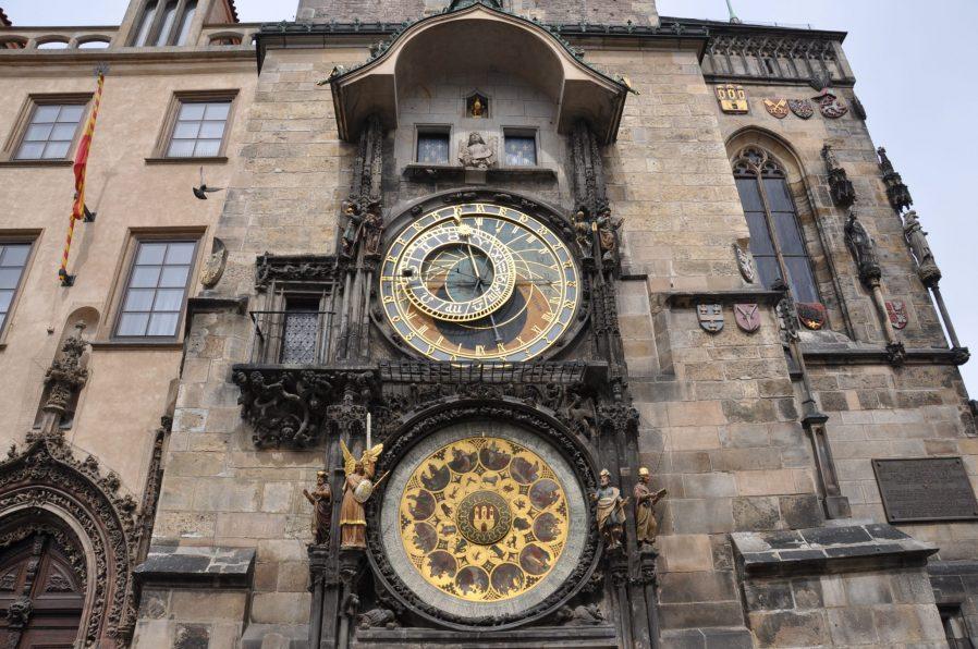 Astronomik Saat ve Eski Belediye Sarayı