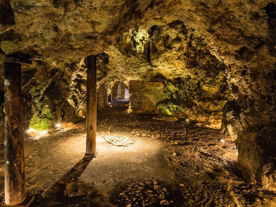Dragon's Den (Ejderha Mağarası)