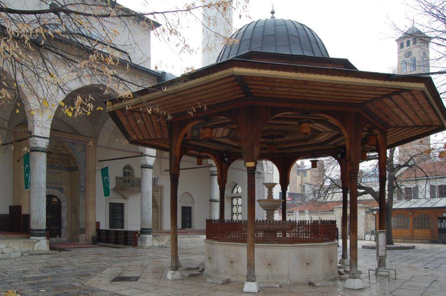 Gazi Hüsrev Bey Camii (Begova džamija)