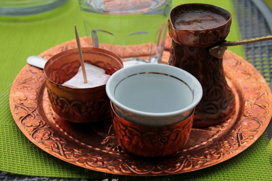 Kahve İçip Lokum Yiyin