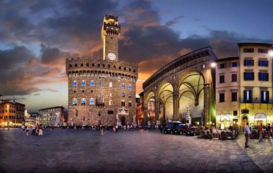 Meydanları ve Ponte Vecchio'yu Gezin