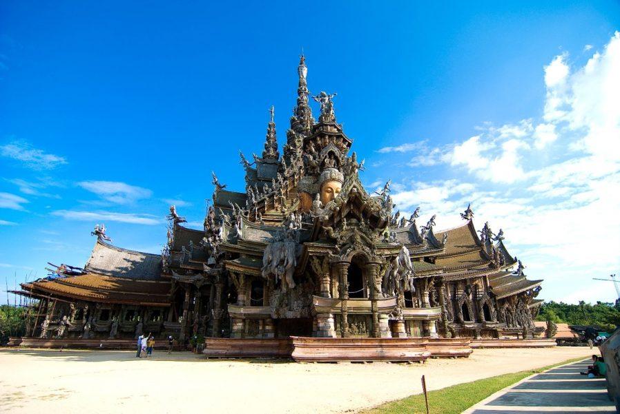 Prasat Satchatham (Hakikat Tapınağı)