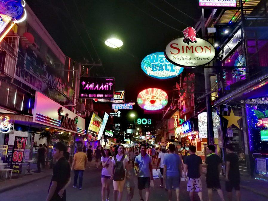 Walking Street'te Gece Hayatını Yaşayın