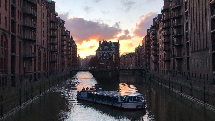 Nikolaifleet Kanalı'nda Fotoğraf Çektirin