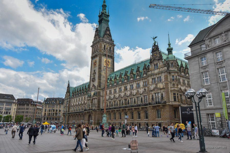 Rathausmarkt & Belediye Binası
