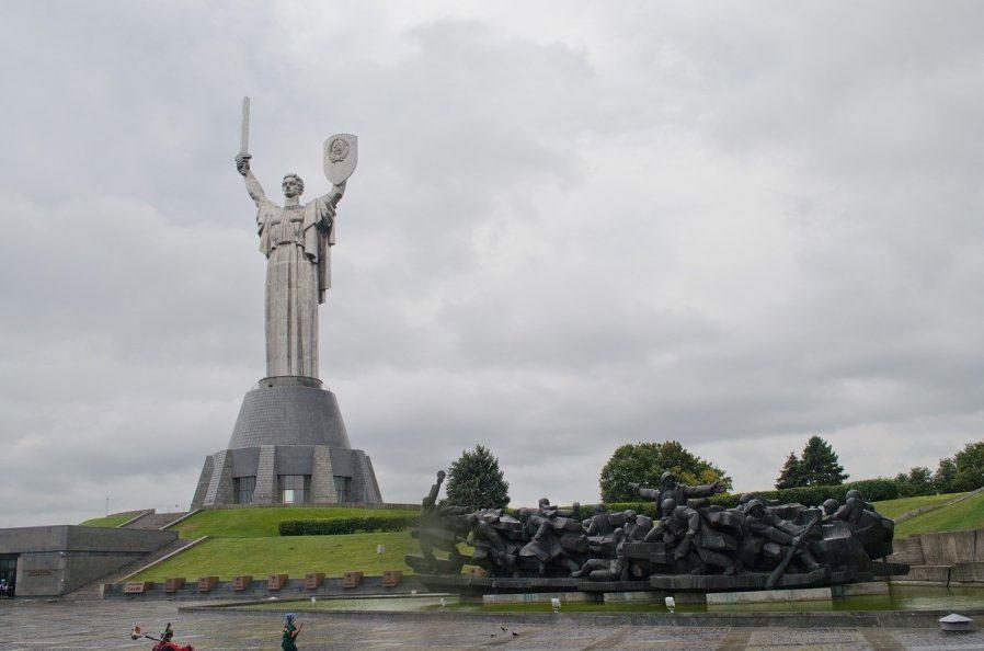 Büyük Vatanseverlik Savaşı Müzesi ve Anavatan Heykeli