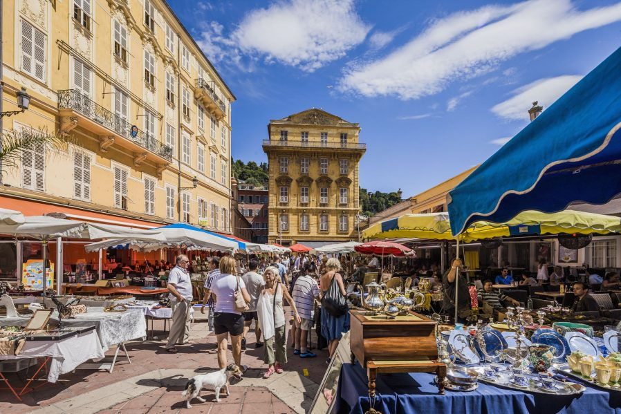 Cours Saleya Çiçek Pazarı'nı Gezin