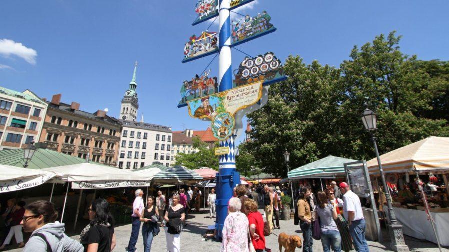 Viktualienmarkt Pazarı'nda Tezgahlar Arasında Kaybolun