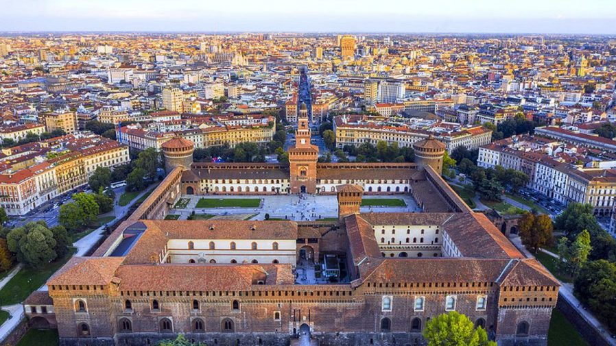 Sforzesco Şatosu (Sforza Castle)